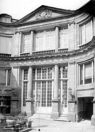 Restoration work continues on the splendid h tel lambert - Hotel ile saint louis ...