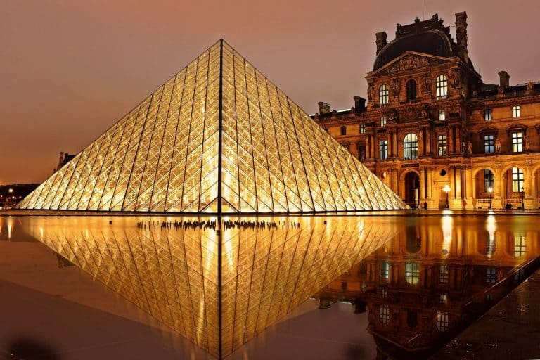 1st_pyramid-of-louvre-at-night