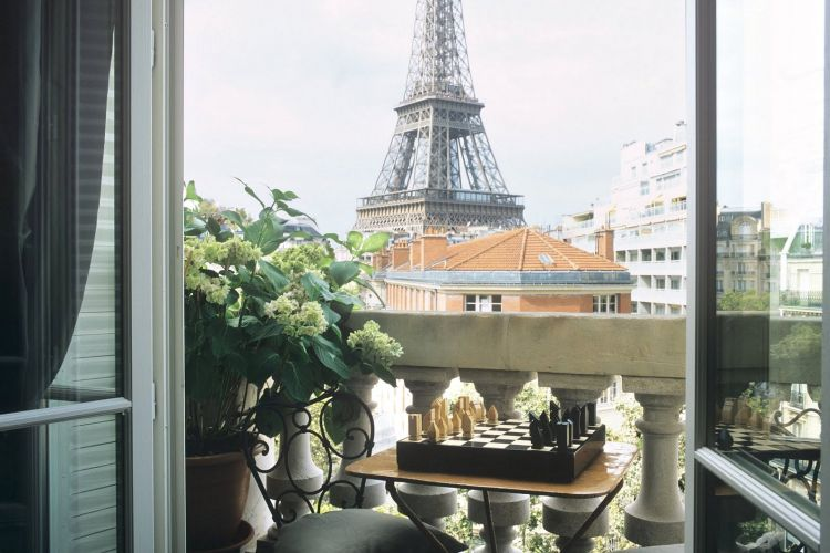 An eiffel tower view paris property group for Apartment in eiffel tower