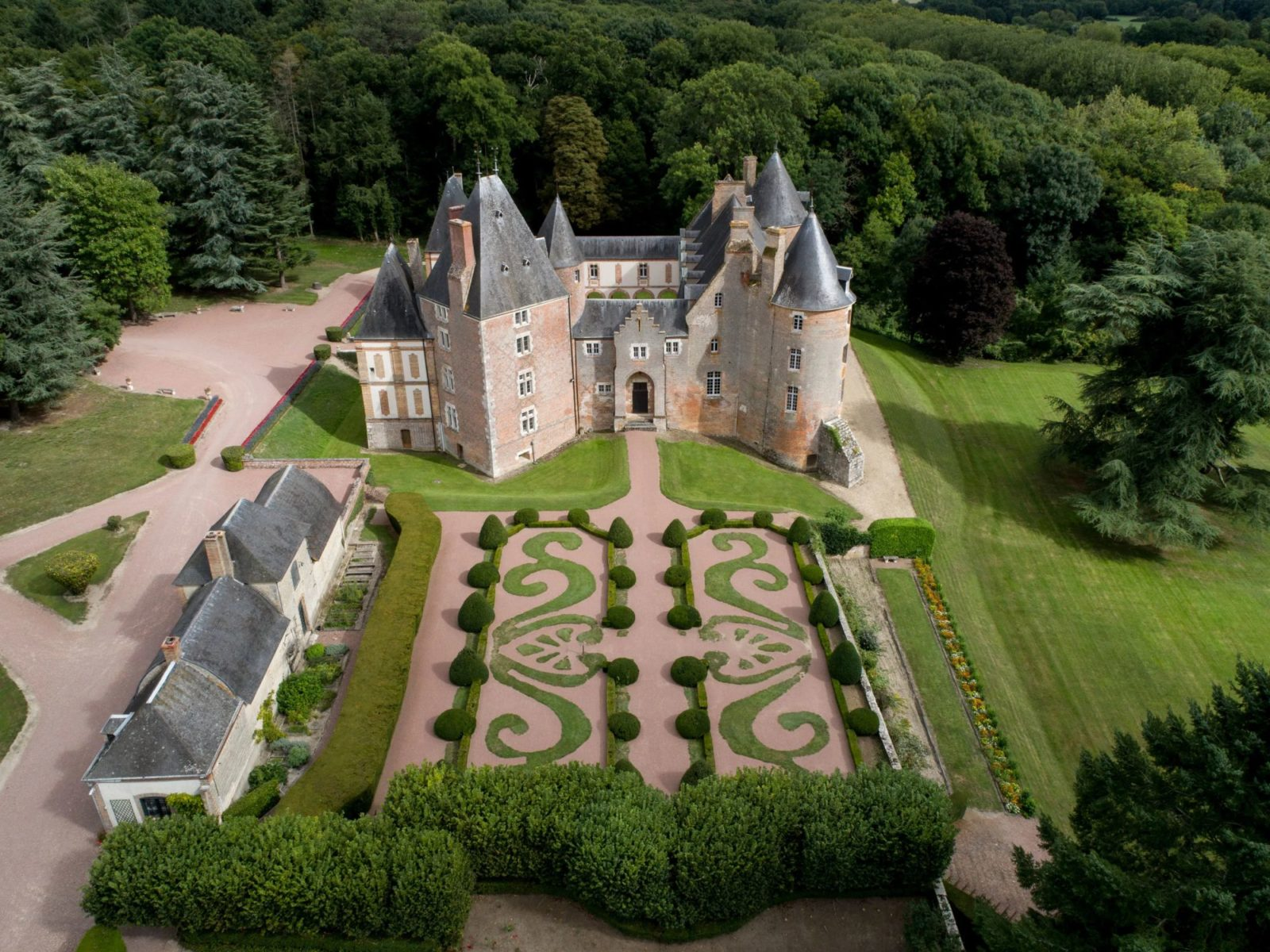 What can you get for 1 euro in france maybe this chateau in the loire valley